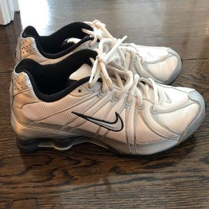 Nike Shox size 6.5 Y but fits a women's size 8
